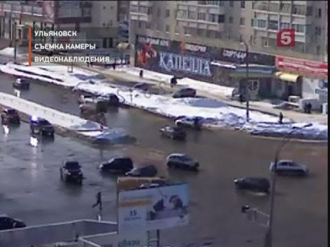 Видеоновость: Женщина за рулем леговушки врезалась в маршрутное такси.