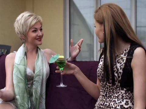 Красивую блонди хотели изнасиловать на стоянке