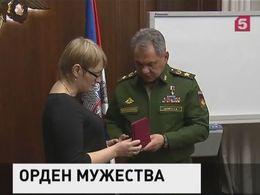 Сергей Шойгу вручил орден Мужества вдове Руслана Галицкого
