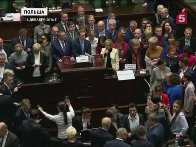 В Польше продолжается парламентский кризис