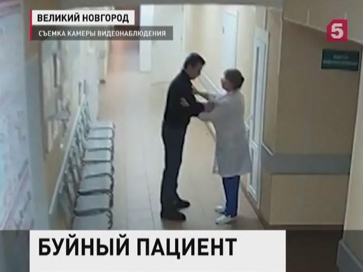 ВНовгороде выбирают меру пресечения для мужчины, избившего врачей иполицейских