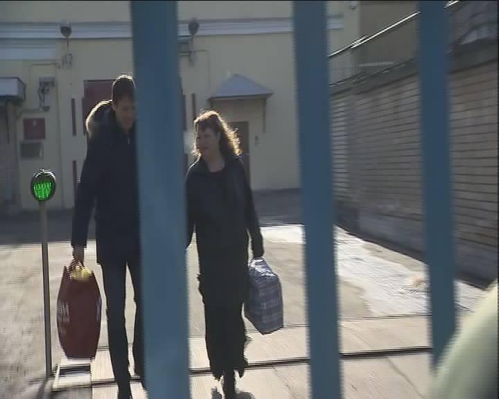 Первое видео: помилованная президентом Путиным Оксана Севастиди вышла изСИЗО