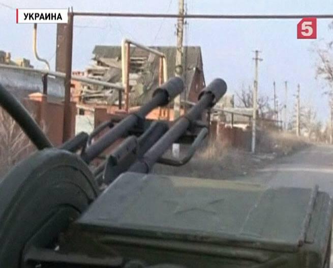 Украинские военные сновой силой ведут огонь поДонбассу