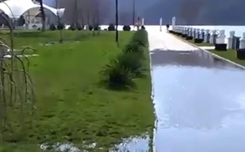 Озеро Абрау-Дюрсо вышло изберегов ВИДЕО
