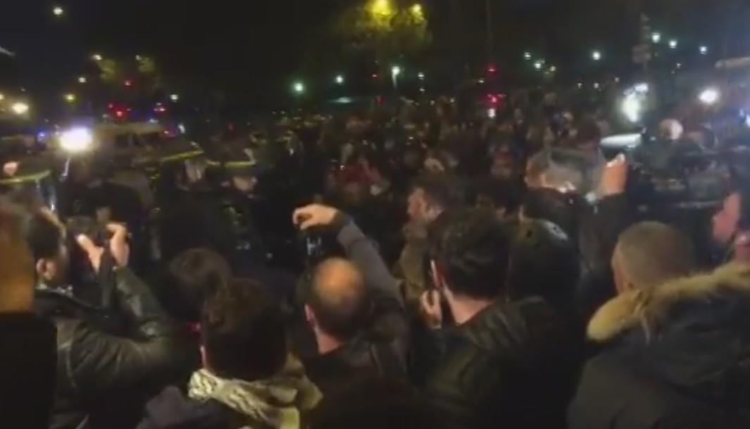 Двое митингующих получили травмы вцентре Парижа