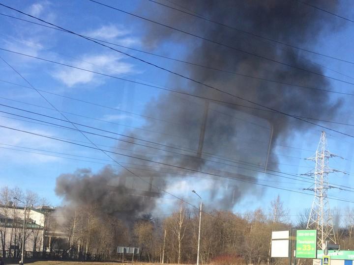 МЧС поСанкт-Петербургу:вПриморском районе загорелась трансформаторная будка