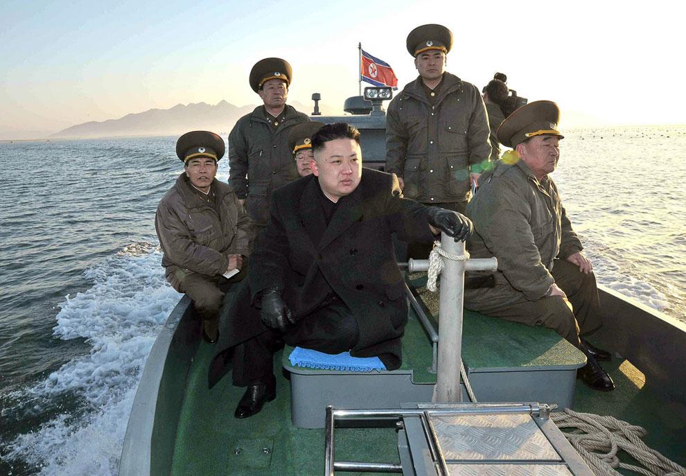 ким чен ын на подводной лодке фото