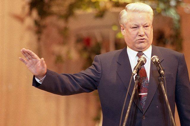 Экс-премьерСтепашин: БорисЕльцин приказывал снести мавзолей