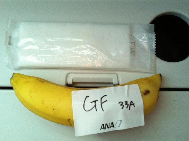 Пассажир, летевший 9 часов изТокио вСидней, получил наобед только банан ФОТО