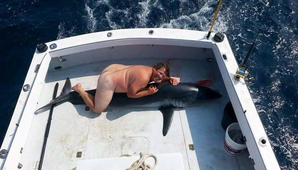 а рыбак обнаженный