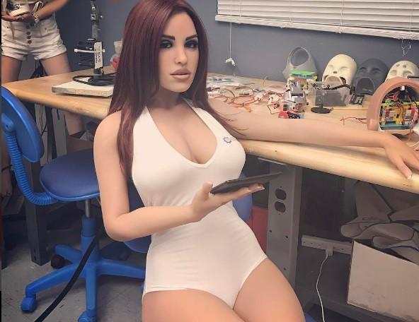 Хоть пообщаться по-человечески. Секс-куклы счувством юмора поступили впродажувВеликобритании