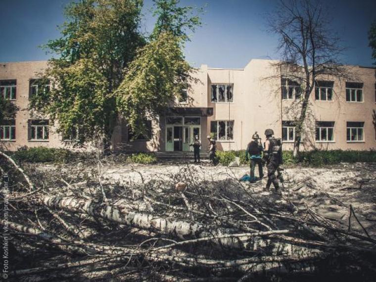 Вдонецком поселке Спартак врезультате обстрела загорелась школа
