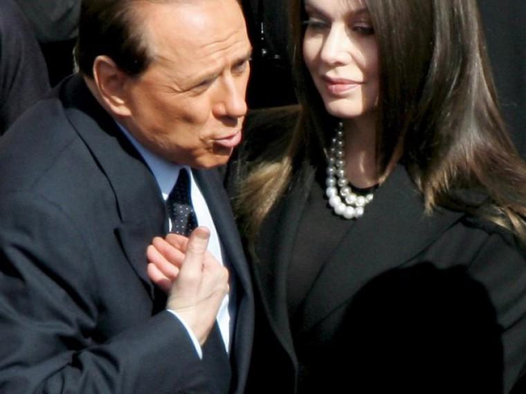 Суд отказал Берлускони всокращении алиментов бывшей жене