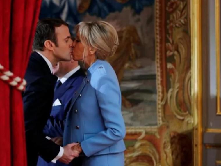 Берлускони назвал Макрона хорошим парнем, аего супругу— «мамой, которая отличносохранилась»