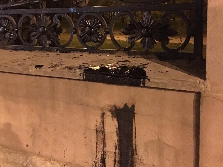 Фотографии процесса реставрации ограды Зимнего дворца шокировали петербуржцев