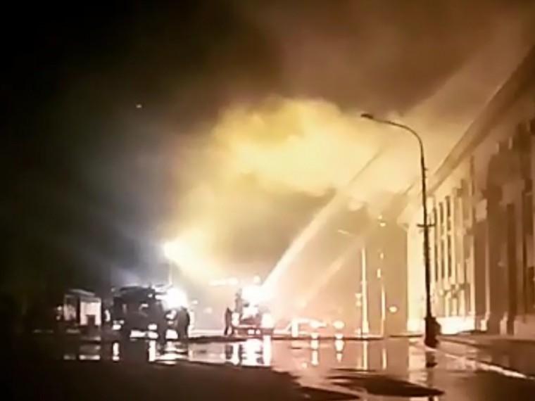 Первые кадры пожара вздании администрации Волжского городского округа