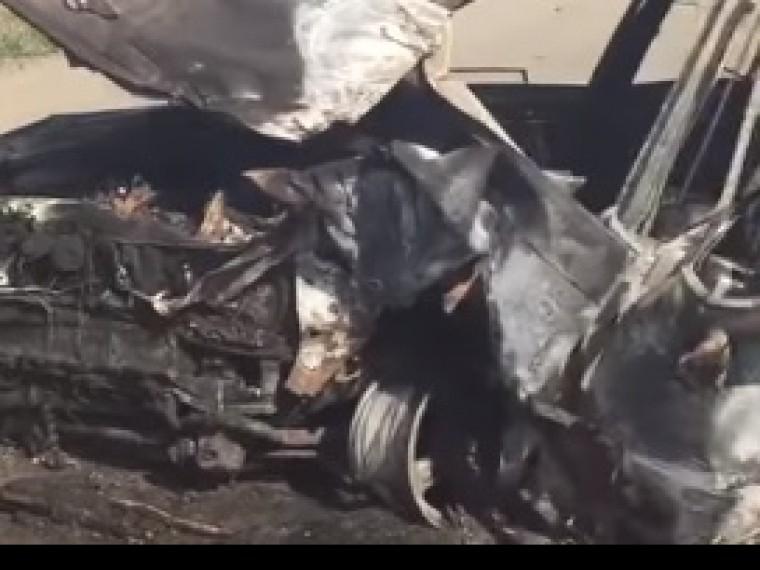 Кадры страшного ДТП наСахалине— водитель ипассажир сгорели заживо18+