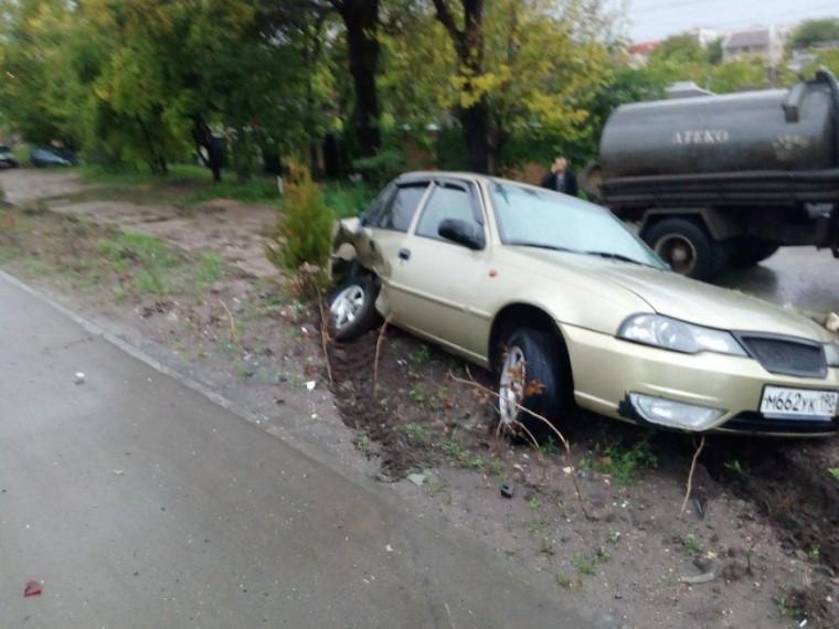 Лихач наузбекской машине покалечил BMW вСимферополе