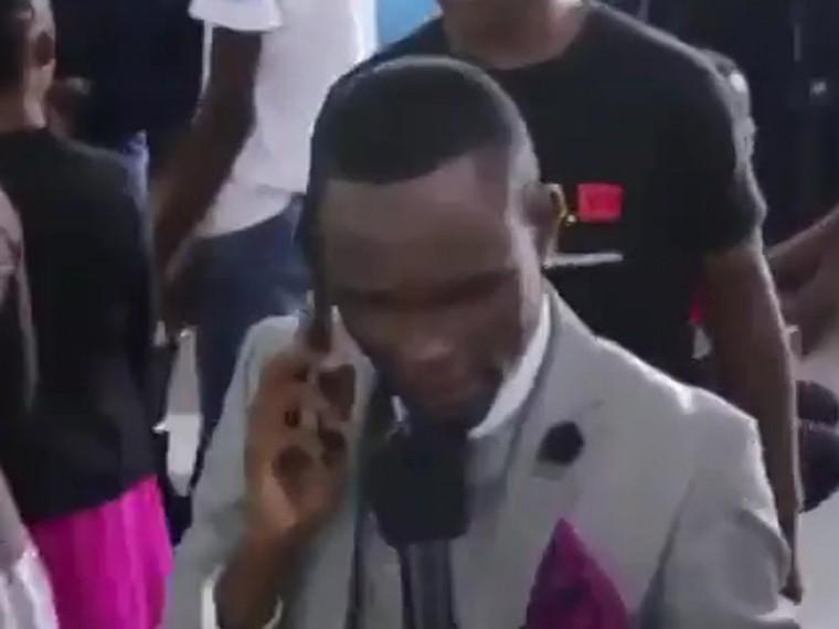 ВЗимбабве пастор позвонил Богу помобильному
