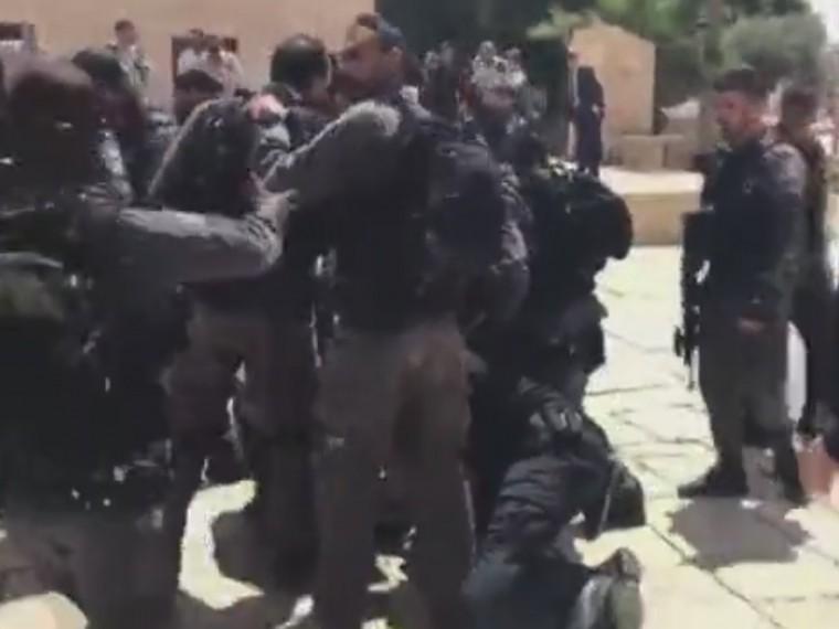 ВИерусалиме входе столкновений сполицией были задержаны три человека