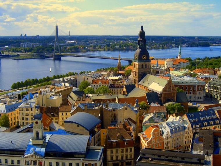 Жителей Латвии будут штрафовать на10тысяч евро заиспользование русского языка