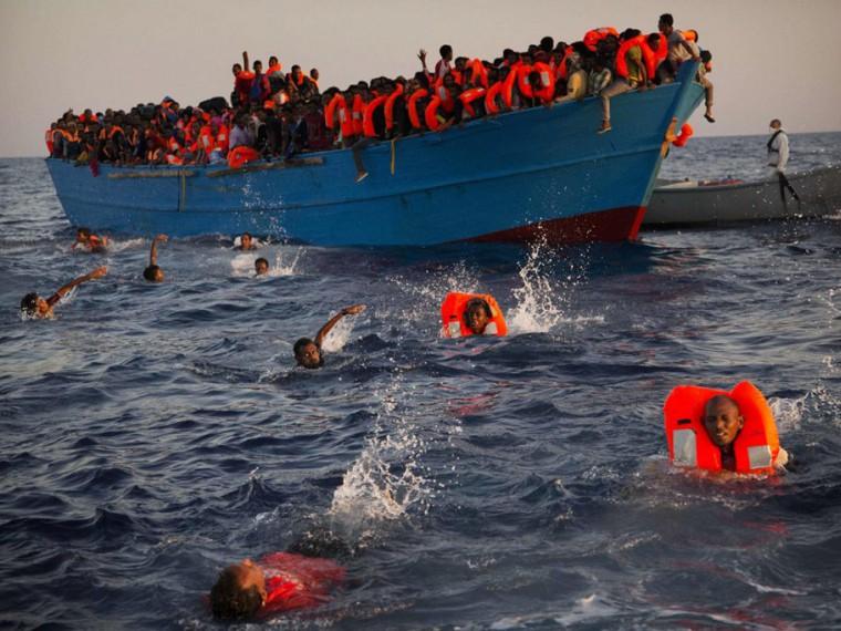 Несколько тысяч мигрантов спасены упобережья Ливии