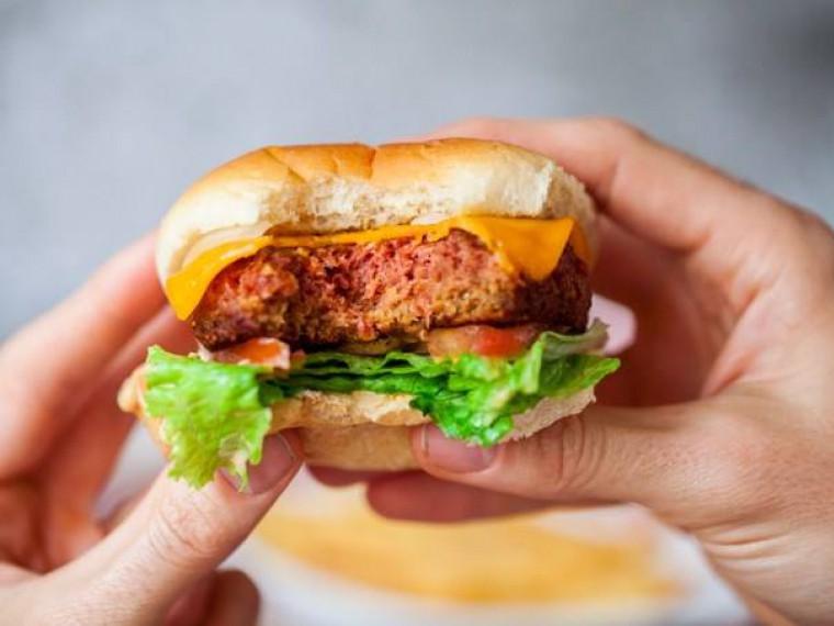 Билл Гейтс заполнит искусственным мясом прилавки почти 300 магазинов США