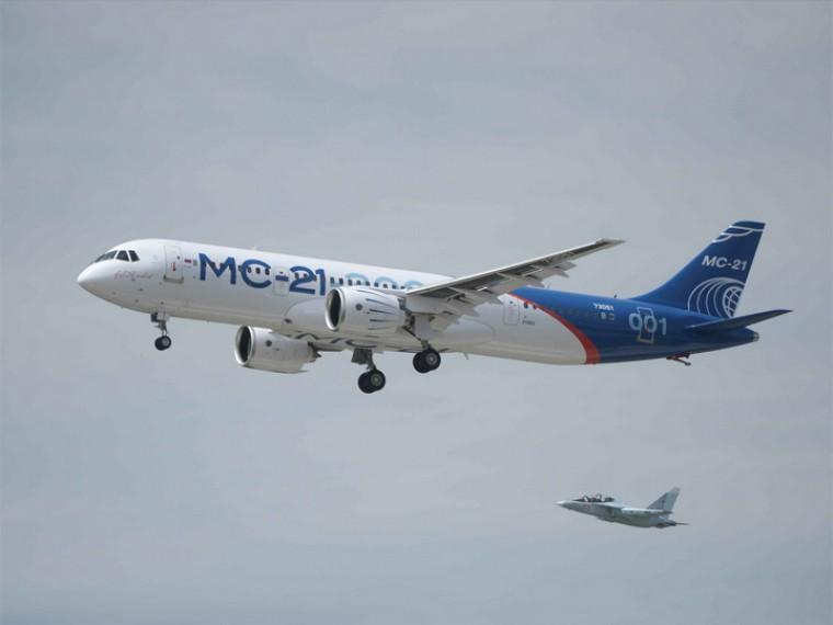 Всети появилось видео первого испытательногополета лайнера МС-21
