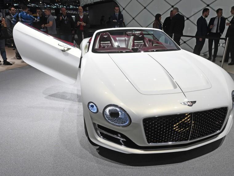 Нужно больше Maserati иBentley. Россияне стали активнее покупать иномарки класса люкс