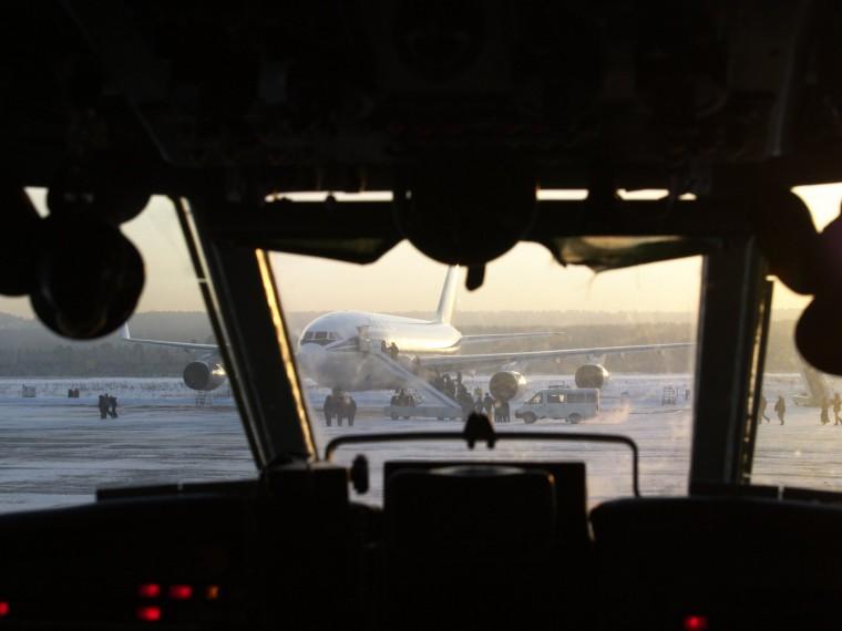 Эксперты объяснили, почему пилоты гражданской авиации массово бегут заграницу