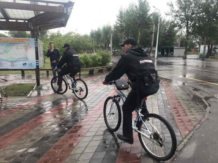 Полицейские Красноярска стали патрулировать улицы навелосипедах