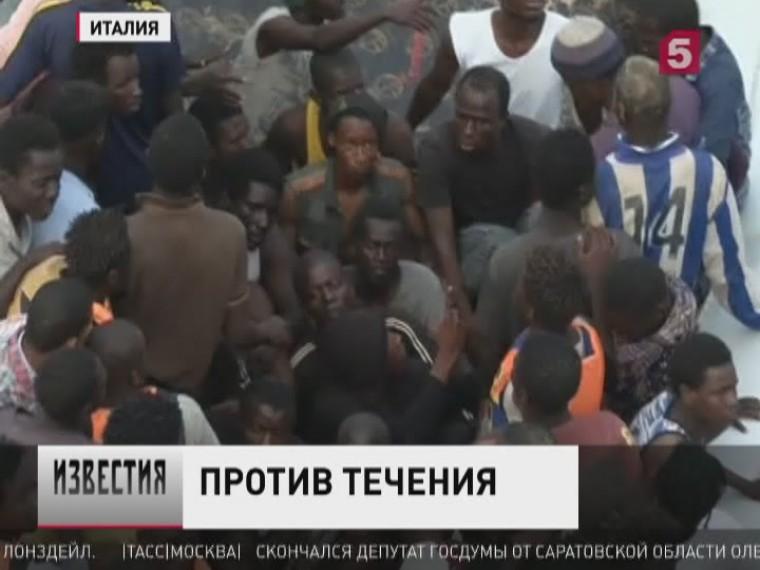 Более 800 беженцев спасла береговая служба Италии заминувшие выходные