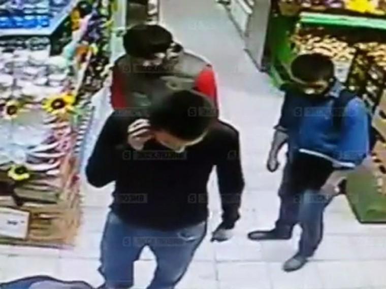 ВМоскве кавказцы сножом украли из«Дикси» закуску иалкоголь