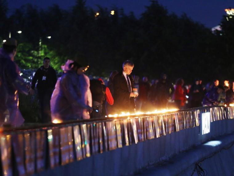Умогилы Неизвестного солдата вМоскве прошлаакция «Свеча памяти»