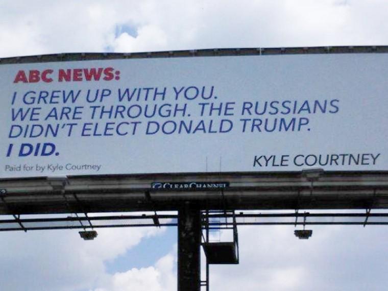 «Трампа избрали нерусские»— Житель Техаса арендовал билборд ивступил вполемику сABC