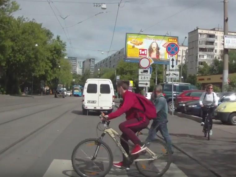 ВМоскве сбивший велосипедиста водитель попытался скрыться