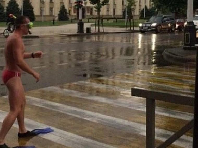 Пловец-эксгибиционист шокировал жителей Краснодара своим внешним видом