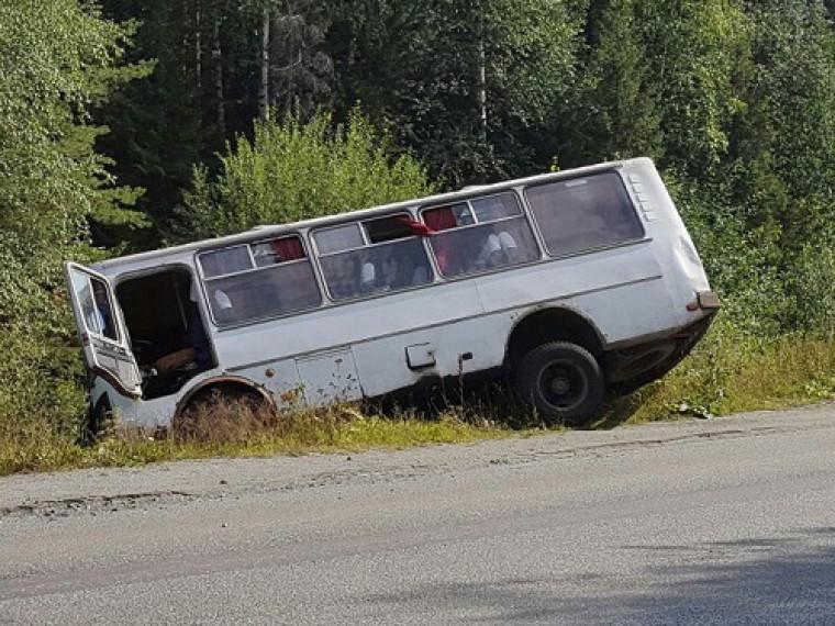 Автобус слетел страссы вОмской области, есть раненые