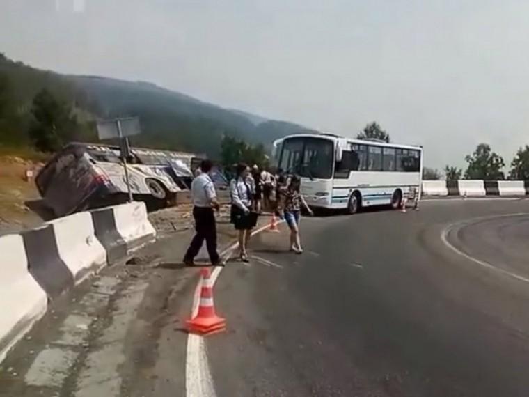 ВИркутске автобус сдетьми-артистами попал вДТП— 15 человек пострадали