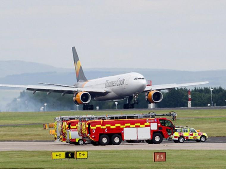 Самолет, летевший изМанчестера наКубу, вернулся из-за сломанного крыла