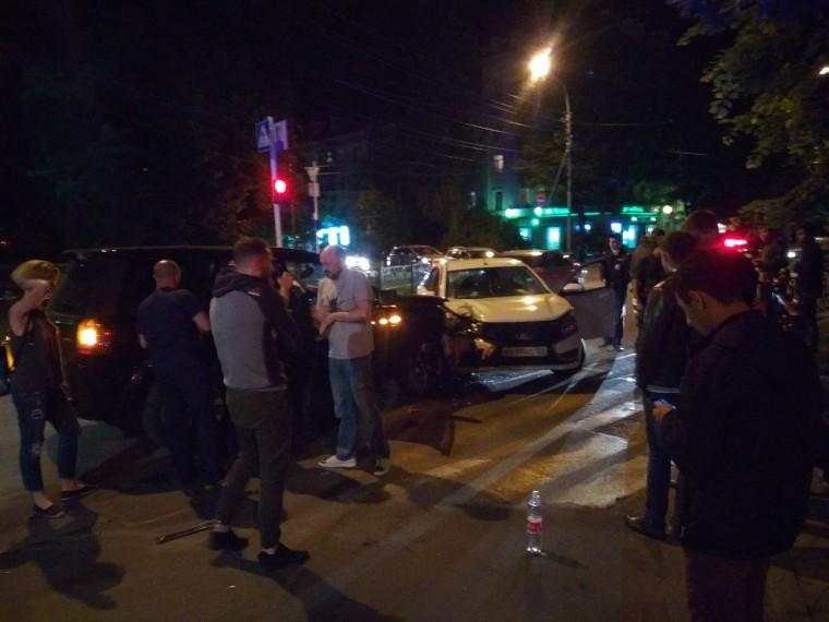 Очевидцы: автомобиль сопровождения Киркорова попал вДТП вСтаврополе