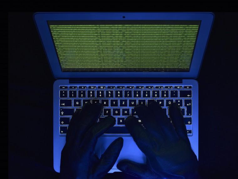 Роснефть: из-за хакерской атаки компания перешла нарезервную систему управления производством