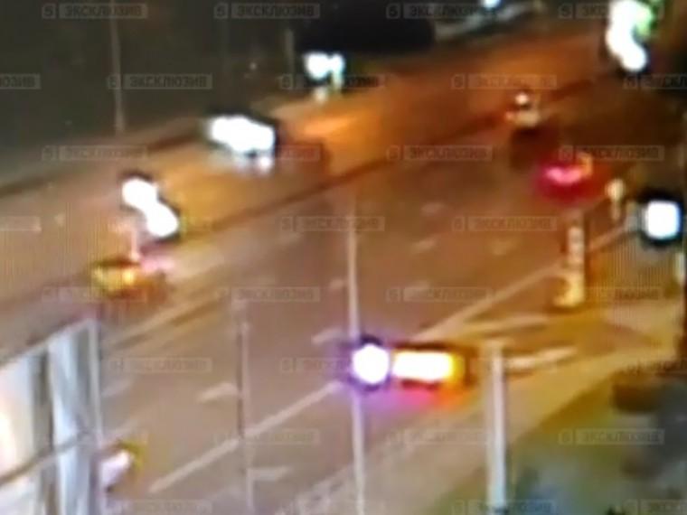 Опубликовано видео смертельного ДТП сучастием байкера наКутузовском проспекте