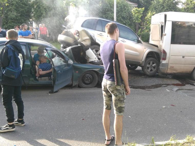 ВМосковской области столкнулись сразу три машины