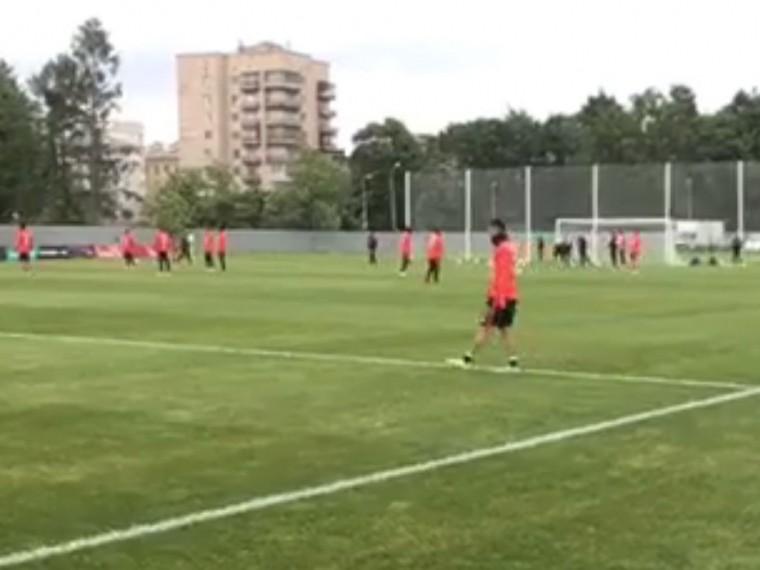 Одна изпоследних тренировок футбольной сборной Чили накануне финала Кубка Конфедераций— первое видео споля
