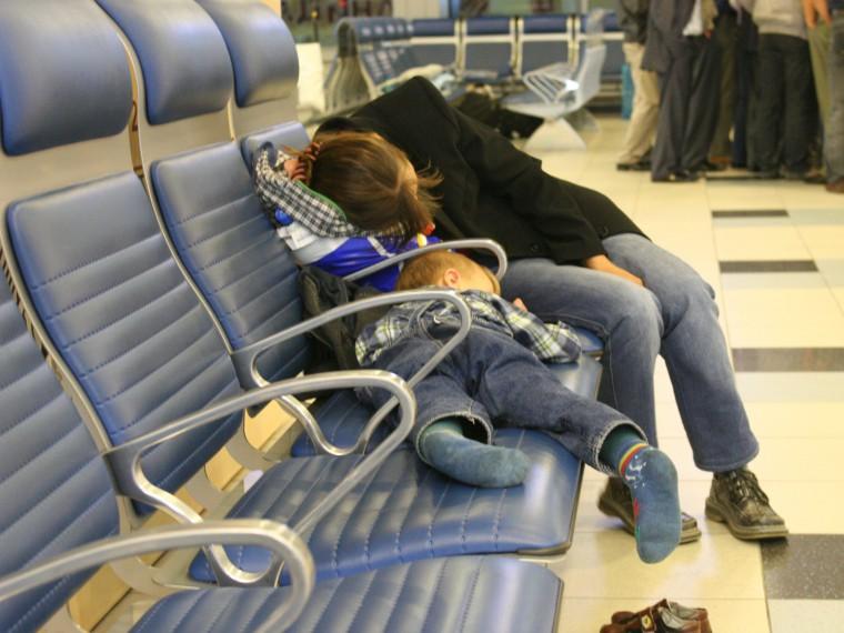 Пассажирыжалуются на12-часовую задержку рейса изБолгарии