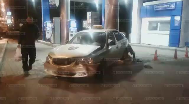 Автомобиль протаранил заправку при тройном ДТП вМоскве