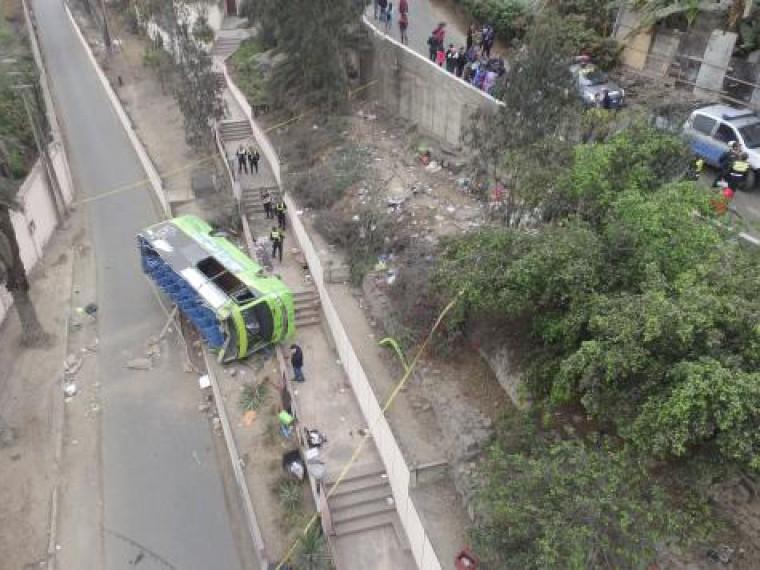 ВЭквадоре перевернулся изагорелся автобус— есть погибшие