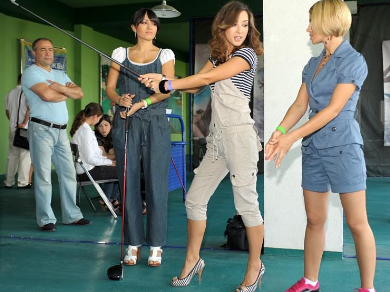 Спортивный дресс-код: гольфисткам запретилидекольте, леггинсы имини-юбки