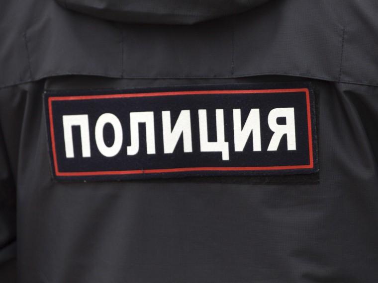 Пожилой петербуржец впанаме июбке показывал школьницам гениталии